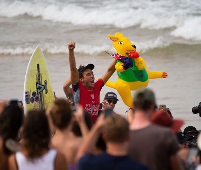 Huge congrats to our local lad @jordylawler and Hawaiian competitor @alessaquizon who both claimed victory at the 2019 Vissla Sydney Surf Pro and Sydney Women's Pro this weekend. Manly Beach has been pumping with thousands of supporters, and millions of viewers across the globe tuned in via webcast to witness the action. Thanks to the all the inspiring competitors, everyone involved and all those who came to support. @surfing_nsw #sydneysurfpro