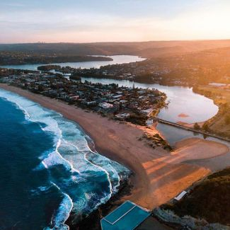 It's certainly autumn and you can feel it in the air! How awesome is this shot from Narrabeen? 📸 @shotby.lux