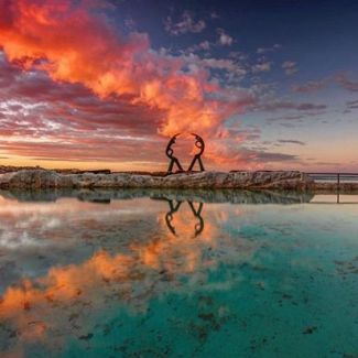 How to start the day right: Walk around Marine Parade, skip the morning coffee and wake yourself up with a refreshing dip in Fairy Bower Rockpool. Does the AM get much better than that? 📷 @h_r_m_photography